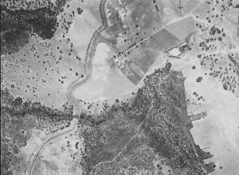 Extract from 1947 aerial showing the Mount Gilead homestead next to the Upper Canal. [NSW Dept. Finance, Landsphoto, Camden Run 12 Jan 47, image 53-40]